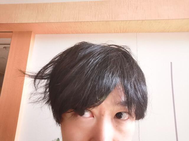 寝ぐせの髪