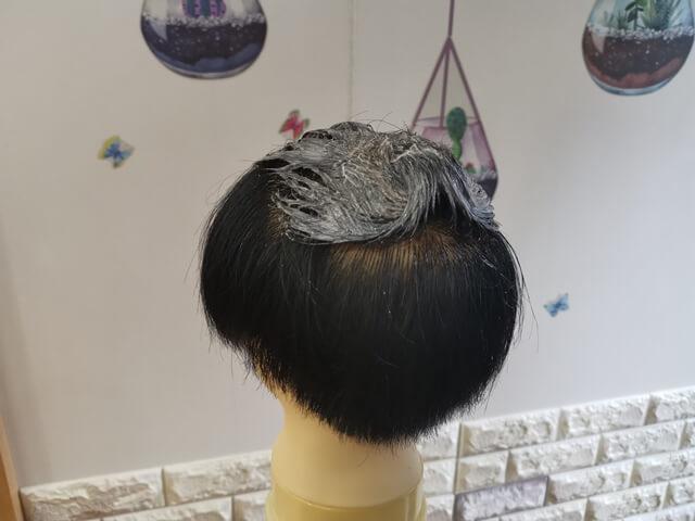 黒染めしているブリーチした髪