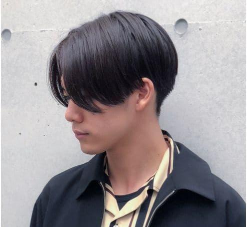 黒髪の男性の写真